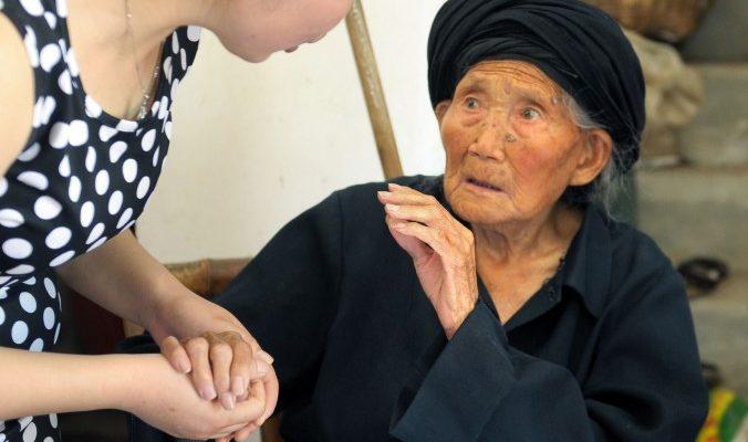 Пожилая китаянка вымогает у школьника $23000