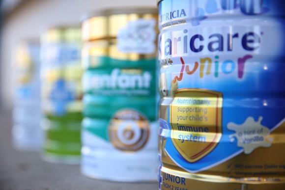 Порошковое молоко: небезопасный товар в Китае. Фото: Fiona Goodall/Getty Images