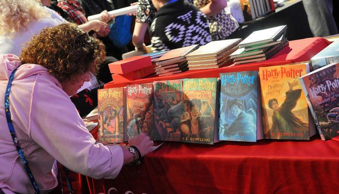 Восьмая книга про Гарри Поттера выйдет 31 июля