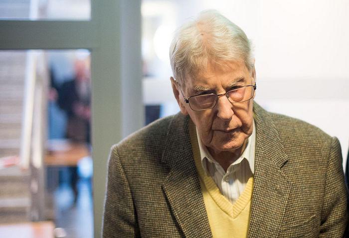 Бывший охранник Освенцима Рейнхольд Хеннинг. Фото: BERND THISSEN/AFP/Getty Images