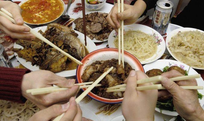 Китайские пары на Новый год спорят о том, к чьим родителям поехать
