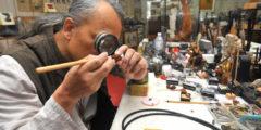 Тайваньский скульптор сделал самую микроскопичную обезьяну (видео)