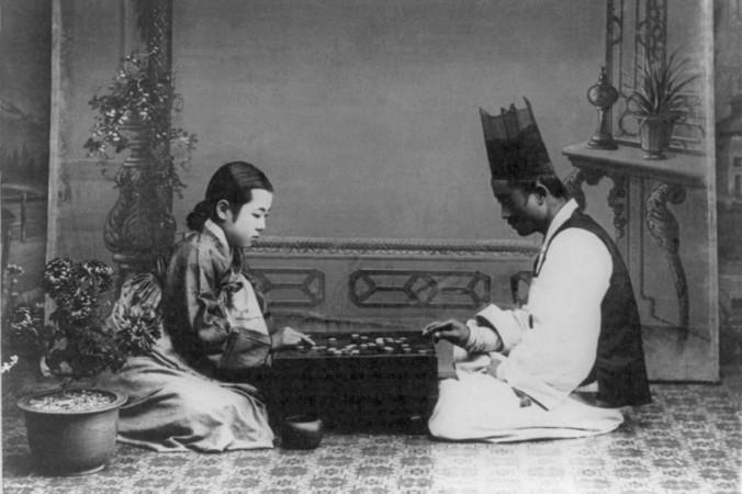 Корейцы играют в го, фото начала XX века. Фото: Public Domain
