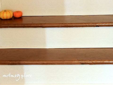Оформление ступенек объёмными обоями. Фото: Hometalker Nutmeg Place