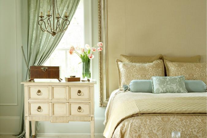 При помощи постельного белья можно создать цветовые акценты в дизайне. Фото: Scott Shipley