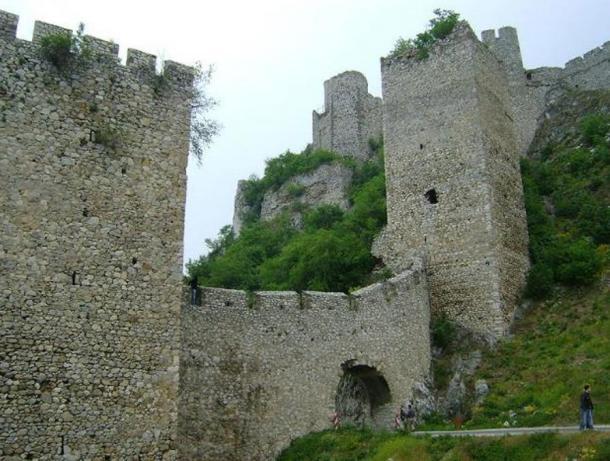 Голубац: наиболее сохранившаяся средневековая крепость в Европе (видео)