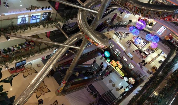 В Шанхае построили пятиэтажную горку. А вам слабо прокатиться?