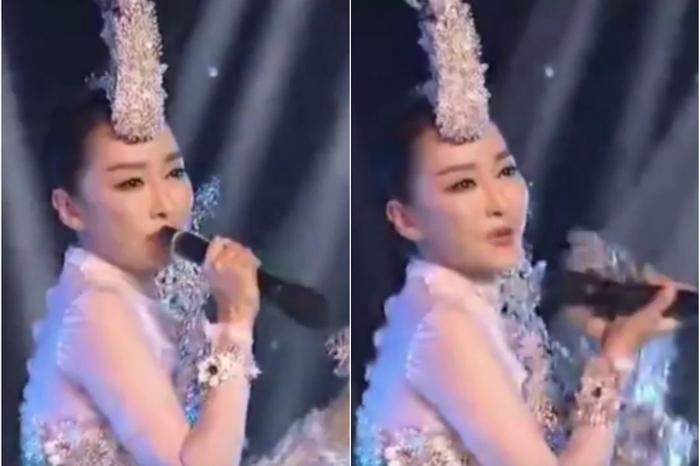 Китайская певица Са Диндин, начала петь, держа микрофон задом наперёд, а потом перевернула его. Февраль 2016 года. Фото: epochtimes.com