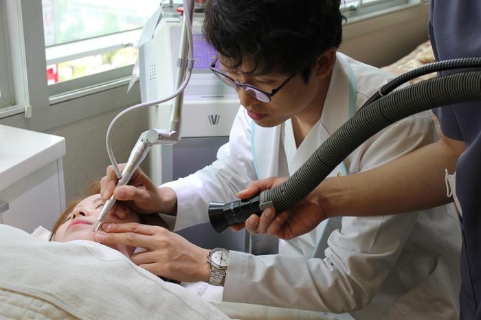 """Китай переживает """"пластический бум"""", но вот качество операций..."""