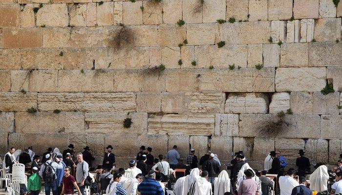 Археологи протестуют против расширения Стены Плача