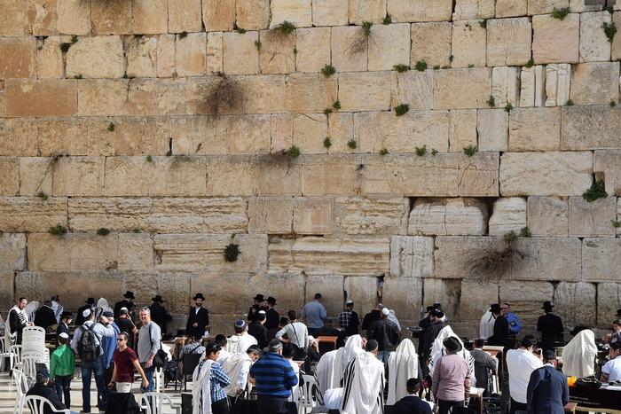 Верующие у Стены Плача. Фото: pixabay.com/CC0 Public Domain