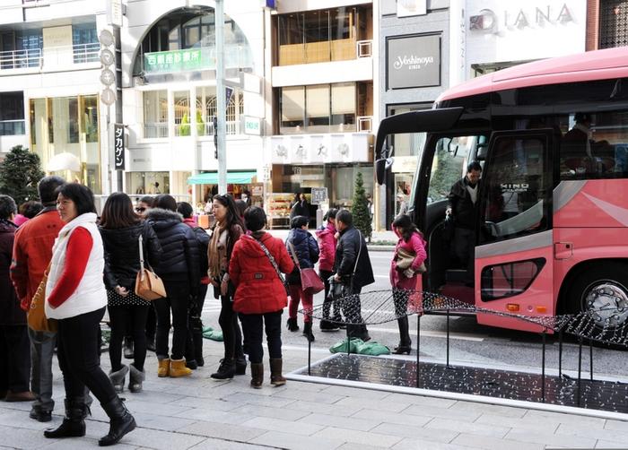 Китайские туристы в Японии. Фото: TOSHIFUMI KITAMURA/AFP/Getty Images