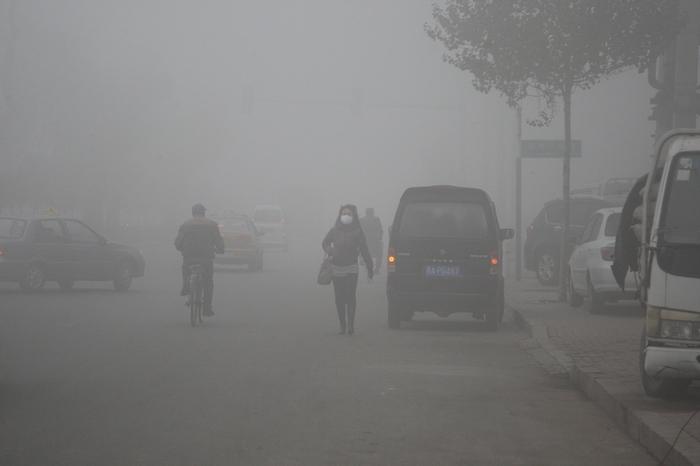 За день до наступления китайского Нового года крупные китайские города окутал густой смог
