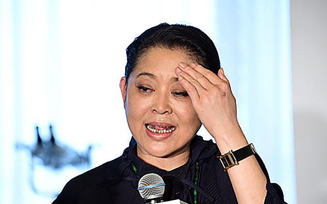 Знаменитая телеведущая Китая, эмигрируя в Канаду, лишает страну «хребта»