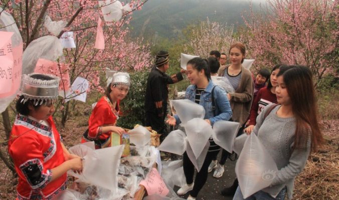 В китайских деревнях продают воздух в полиэтиленовых пакетах