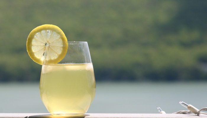 «Приключения» лимонада: от королевского стола до уличных автоматов