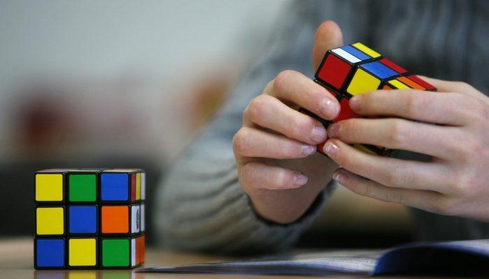 Китайские игрушки в России: уничтожение 11 тысяч «Кубиков Рубика»