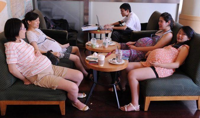 В китайских школах дефицит учительниц, потому что китаянки хотят родить в год обезьяны