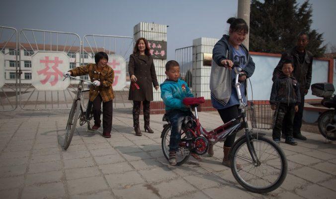 Среднего возраста китаянки станут матерями и бабушками одновременно