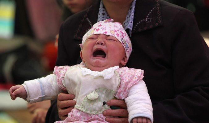 Молодой китаец продал новорождённую дочь, чтобы купить айфон и мотоцикл
