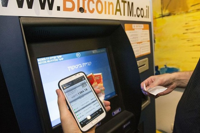 Bitcoin банкомат в Израиле, покупка биткоинов. Фото: JACK GUEZ/AFP/Getty Images