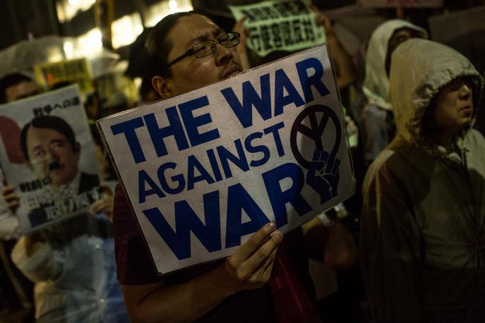 Протесты против изменения конституции Японии. Фото: Chris McGrath/Getty Images