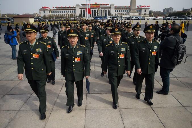 Военные делегаты прибывают на III заседание XII съезда Всекитайского собраний народных представителей, Пекин, 8 марта 2015 г. Фото: Wang Zhao/AFP/Getty Images