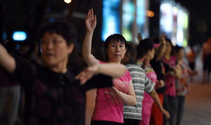 В Китае подстрелили «танцующую бабульку» из пневматического ружья