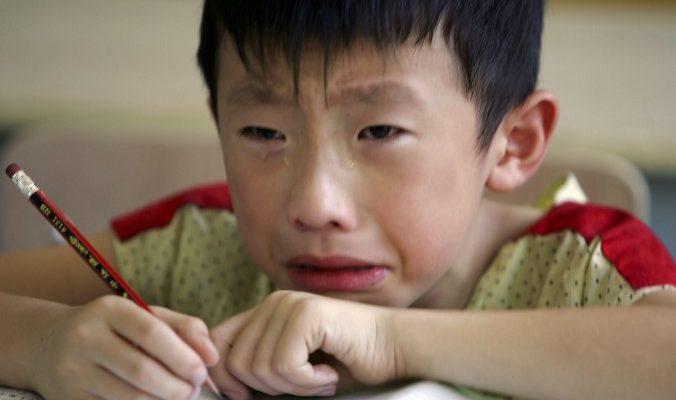 Фанатичная мать заставляет 9-летнего сына учиться по 16 часов в день