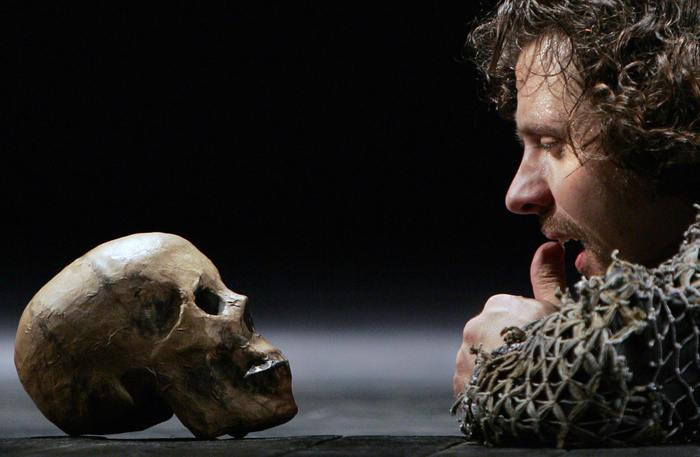 Генеральная репетиция трагедии Уильяма Шекспира «Гамлет». Фото: DENIS SINYAKOV/AFP/Getty Images