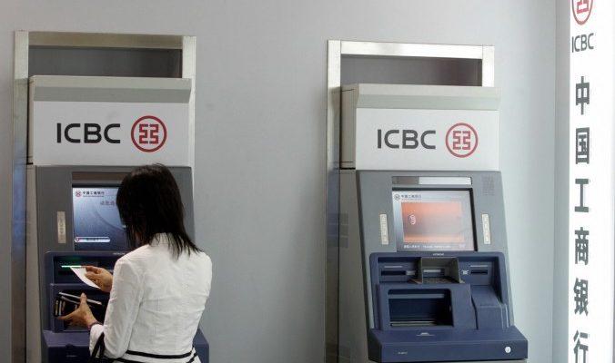 Китайский банкомат выдал бумагу вместо денег