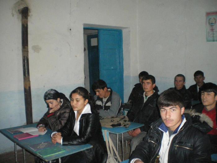 Школьники Таджикистана. Фото: AKBAR BORISSOV/AFP/Getty Images
