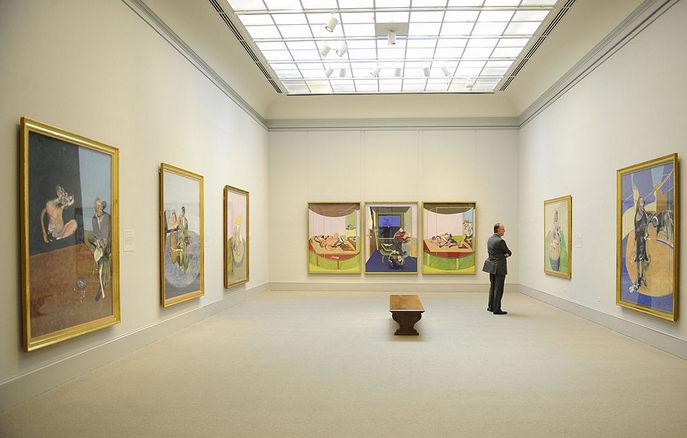 Картины Фрэнсиса Бэкона на выставке. Фото: EMMANUEL DUNAND/AFP/Getty Images