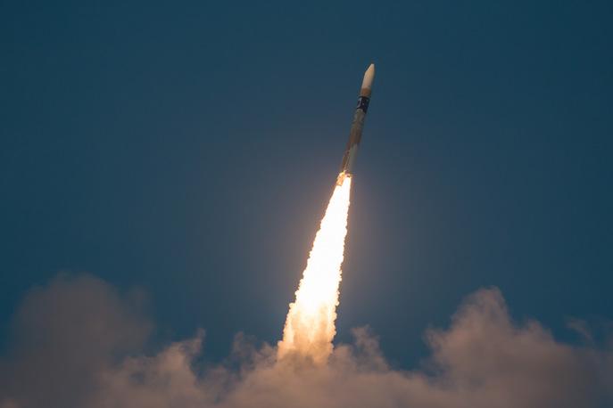 Ракетоноситель со спутником Hitomi взлетает с космодрома 17 февраля 2016 года. Фото: NASA