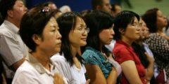 Китайские чиновники скрывают свою принадлежность к компартии