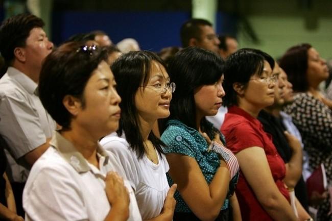 Китайцы на церемонии получения американского гражданства. Фото: Getty Images