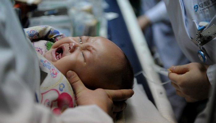 Дети в Китае страдают от побочного действия лекарств, которые на них тестируют