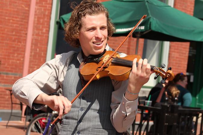 музыкант скрипка
