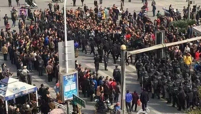 В китайской провинции Цзянси два дня протестуют горняки