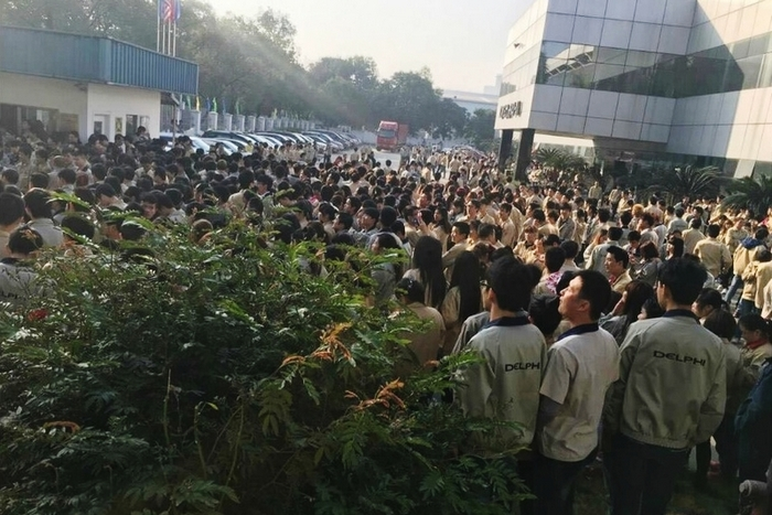 Забастовка рабочих электронного завода. Город Гуанчжоу провинции Гуандун. Март 2016 года. Фото с epochtimes.com
