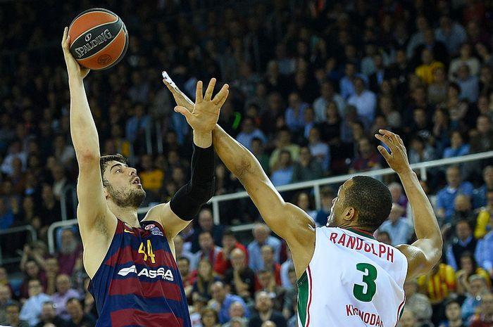 Матч Евролиги «Локомотив-Кубани» и «Барселоны». Фото: LLUIS GENE/AFP/Getty Images