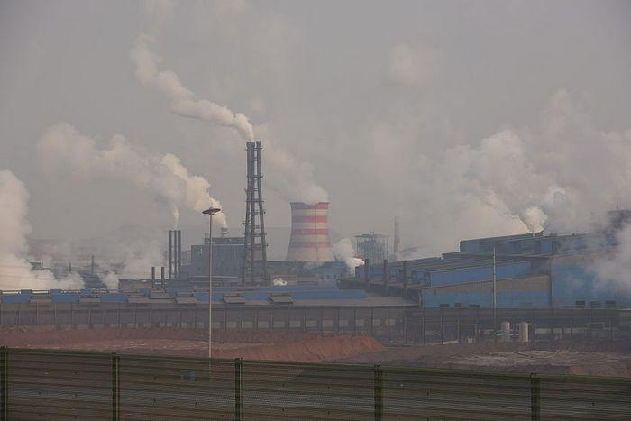 Сталелитейный завод в Таншане, Китай, 20 марта 2016 год. Фото: Xiaolu Chu/Getty Images