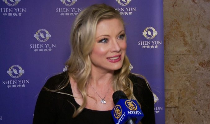 Телеведущая Стейси Саймон: Shen Yun отражает важные идеалы (видео)