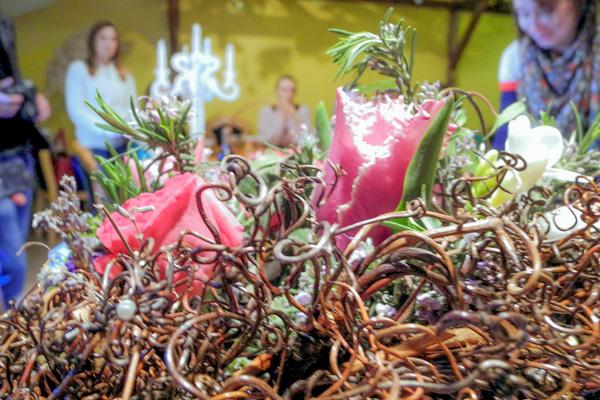 Букеты из живых цветов с элементами декора из лозы винограда. Фото: Алла Лавриненко/Великая Эпоха