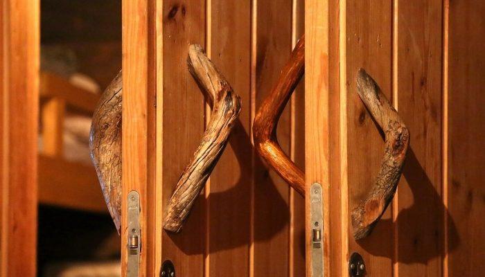 Стеклянные и деревянные двери для сауны: аспекты выбора