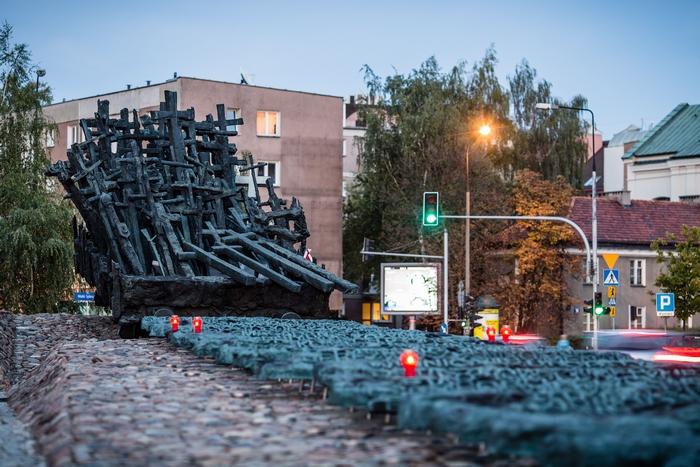 Памятник павшим и убитым полякам в преддверии 75-й годовщины вторжения Красной Армии в Польшу во время Второй мировой войны, 15 сентября, 2014 год. Фото: Войтек Radwanski / AFP / Getty Images
