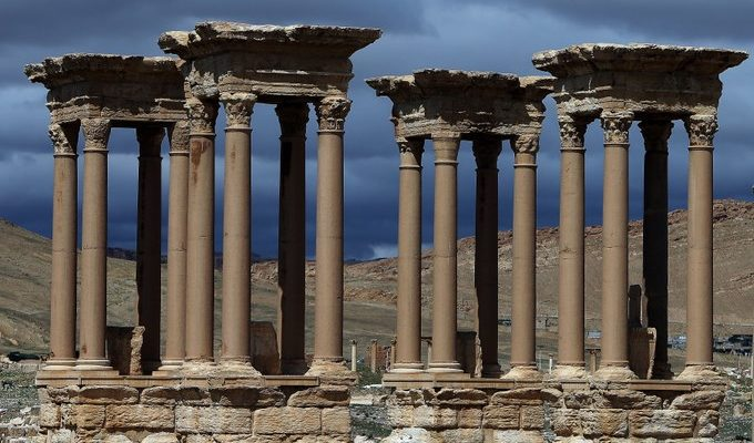 Боевики ИГИЛ разрушают Пальмиру