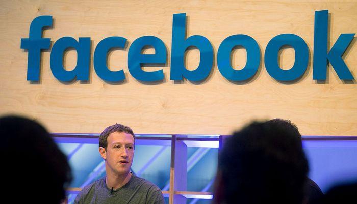 Основатель сети Facebook Марк Цукербер объявил на конференции о задействовании компьютерных серверов научно-исследовательских институтов Европы в целях ускоренного развития искусственного интеллекта., Берлин,  25 февраля, 2016 год. Фото: KAY NIETFELD/AFP/Getty Images