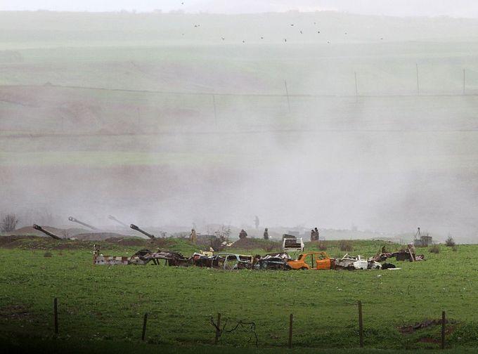 Артиллерийские части Армении в городе Мардакерте, расположенном на линии соприкосновения. Фото: VAHRAM BAGHDASARYAN/AFP/Getty Images