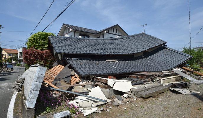 Жертвами землетрясения в Японии стали 9 человек (видео)